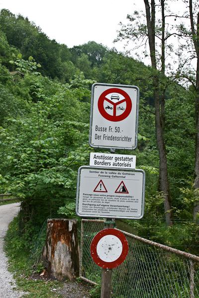 Дорожные предупреждения / Фото из Швейцарии