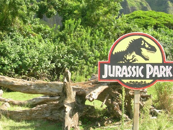 """А эта табличка указывает на место съемок """"Парка юрского периода"""", остров Оаху / Фото из США"""