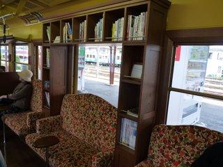 Поезд с библиотекой / Япония