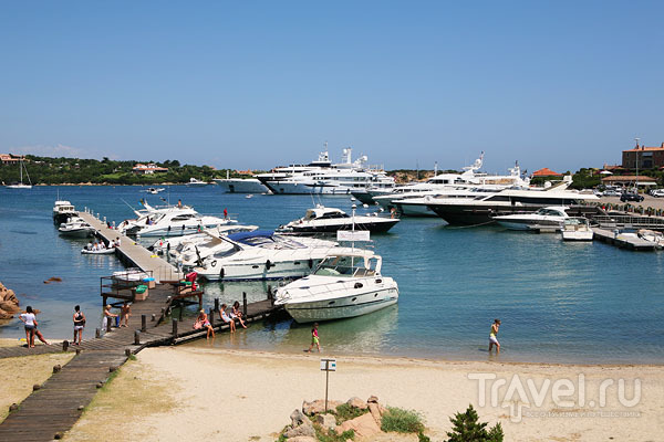 Пристань в фешенебельном поселке Порто-Черво на Сардинии / Фото из Италии