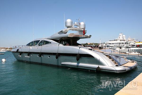 Самые дорогие яхты швартуются в гавани Порто-Черво / Фото из Италии