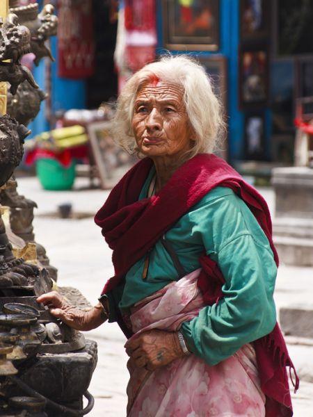 Верующие в храме, Катманду / Фото из Непала