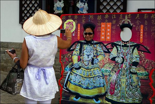 Национальные костюмы гонконгцев / Фото из Гонконга