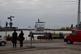 ...прибывают паромы / Финляндия