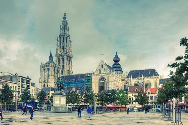 Вид кафедрального собора в Антверпене / Фото из Бельгии