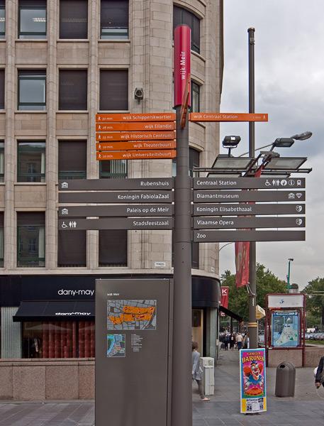 Уличный указатель в Антверпене / Фото из Бельгии