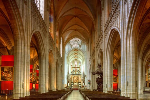 Интерьер кафедрального собора в Антверпене / Фото из Бельгии