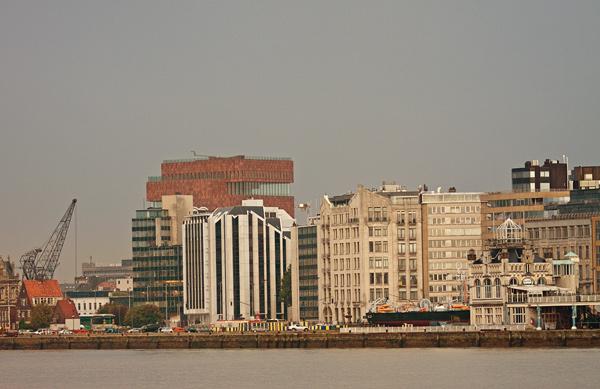 """""""Большой красный куб"""" - новый музей в Антверпене / Фото из Бельгии"""