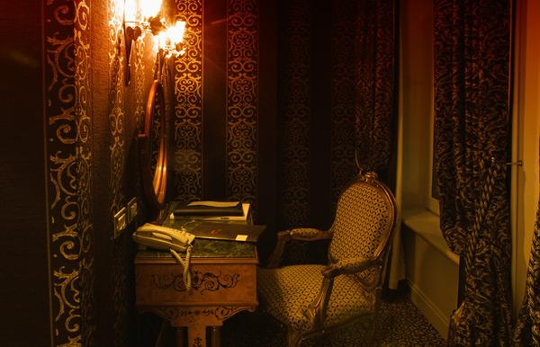 Рабочий кабинет в номере die Swaene / Фото из Бельгии