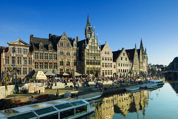 Набережные Гента заполнены туристами / Фото из Бельгии