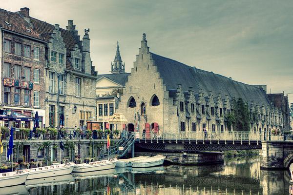 Вид на Гент с набережной канала / Фото из Бельгии