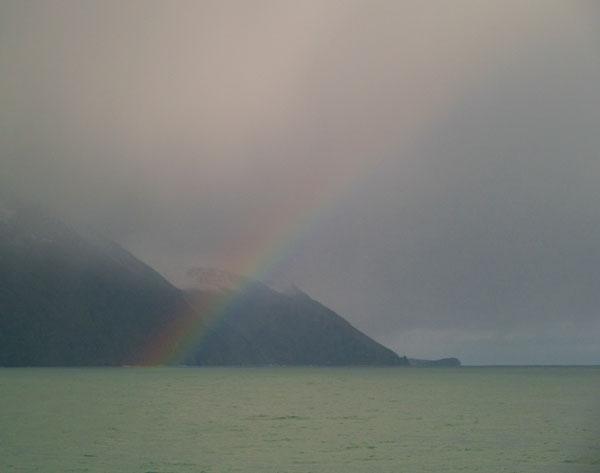 Радуга в море / Фото из Исландии
