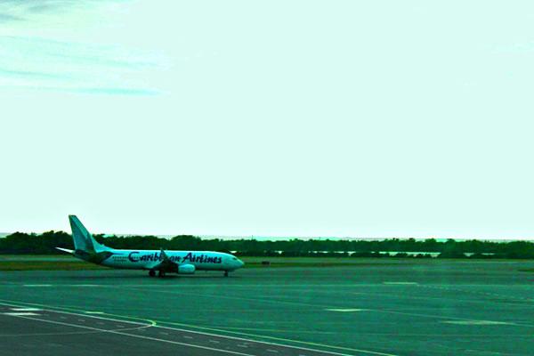 Лайнер B-737-800 Caribbean Airlines / Фото с Барбадоса