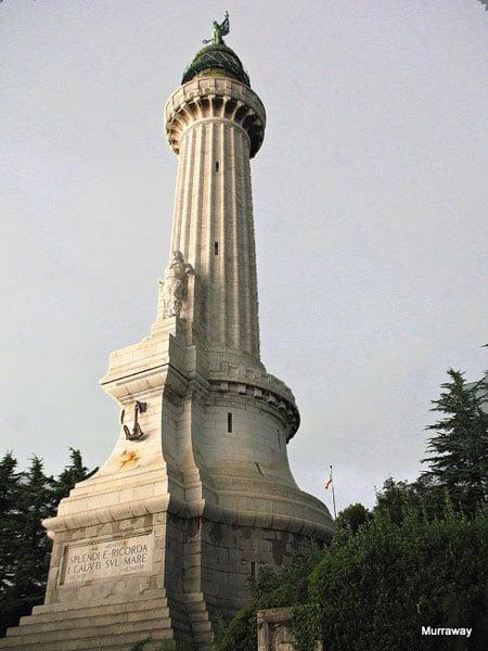 Маяк Победы – символ города, установлен в 1927 году в память о моряках, погибших в Первую мировую войну / Фото из Италии