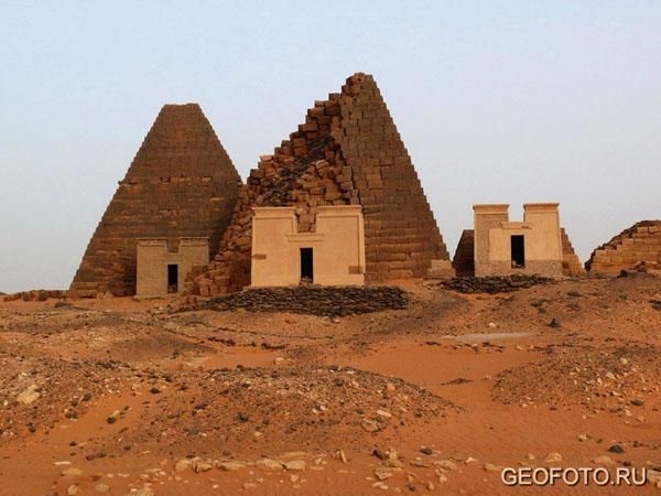 Южный некрополь Мероэ / Фото из Судана