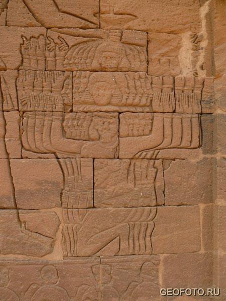Изображения на стенах Львиного храма в Наге / Фото из Судана