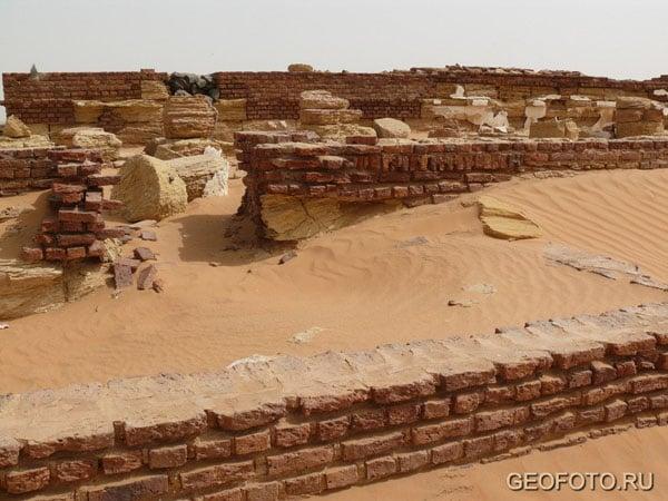 Храм Солнца в Мероэ / Фото из Судана