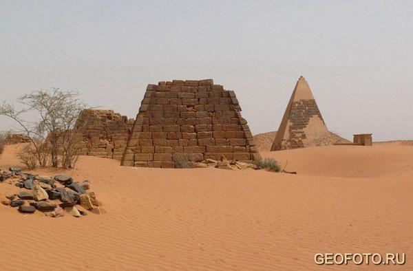 Западный некрополь в Мероэ / Фото из Судана