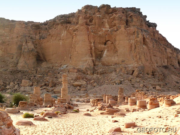 Храм Амона был построен Тутмосом III и расширен Пианхи и Тахаркой / Фото из Судана