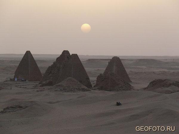 Пирамиды Джебель-Баркала на закате / Фото из Судана