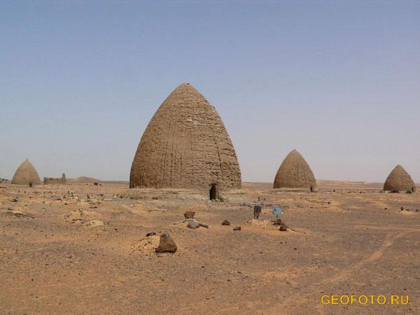 Кладбище недалеко от Старой Донголы / Фото из Судана