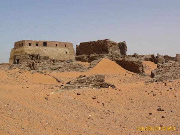 Бывший дворец царей Мукурры, бывшая мечеть в Старой Донголе / Фото из Судана