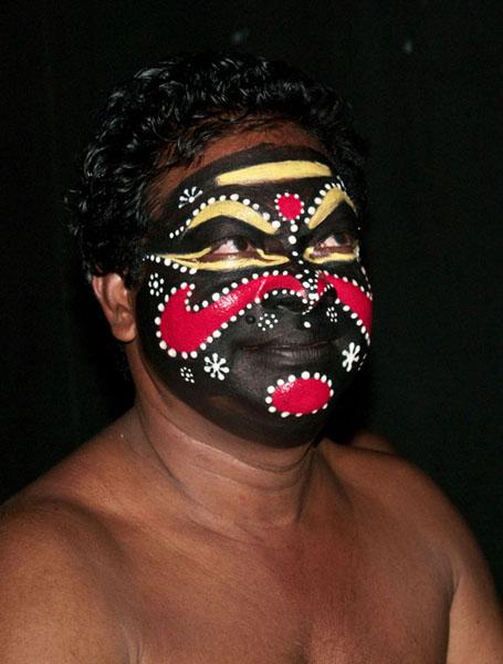 """""""Злой"""" актер в макияже для Катакали / Фото из Индии"""