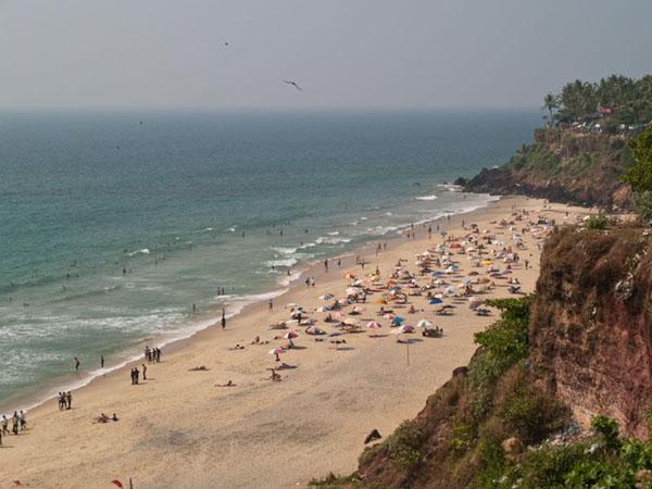 Захватывающий вид на пляж в Варкале / Фото из Индии