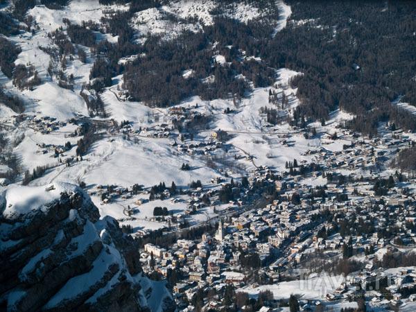 Вид на Кортина-д'Ампеццо со склона области Faloria / Фото из Италии