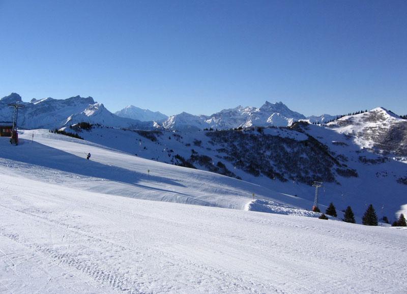 Вид с верхней станции подъемника Ле-Мазо / Фото из Швейцарии