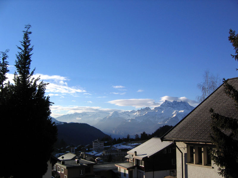 Вид на Лезен и долину Гранд-О ранним утром / Фото из Швейцарии