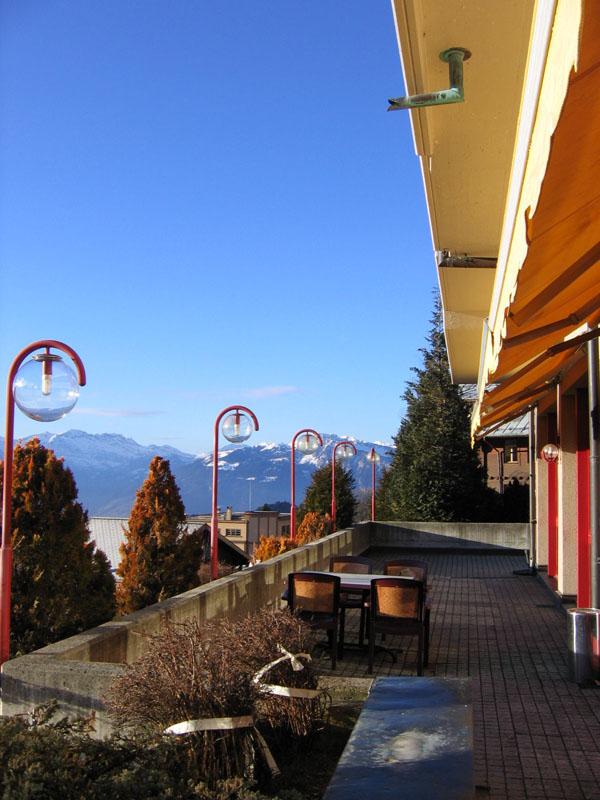 Чайная терраса отеля Mercure Classic утром / Фото из Швейцарии