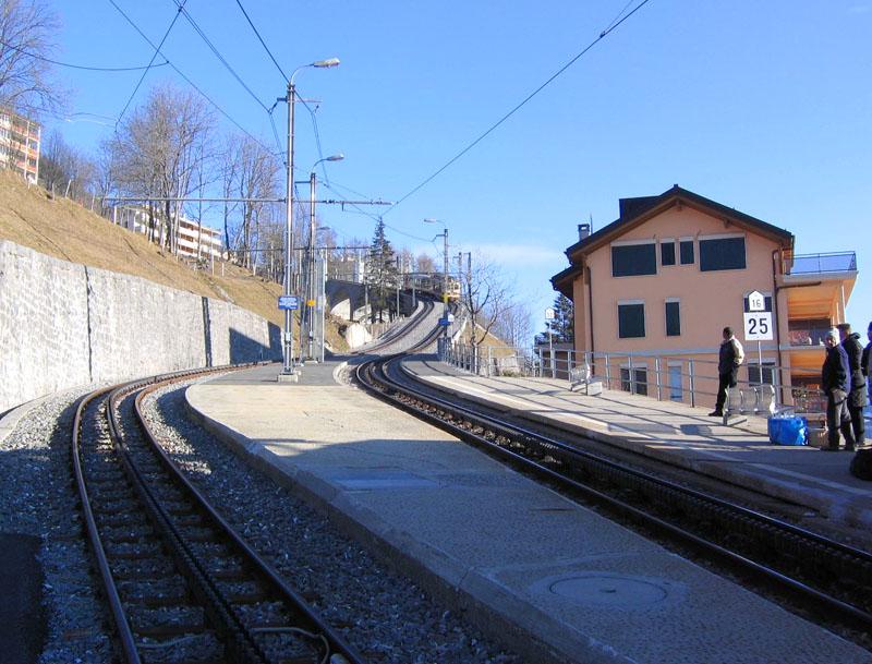 Горный поезд на станции Лезена / Фото из Швейцарии