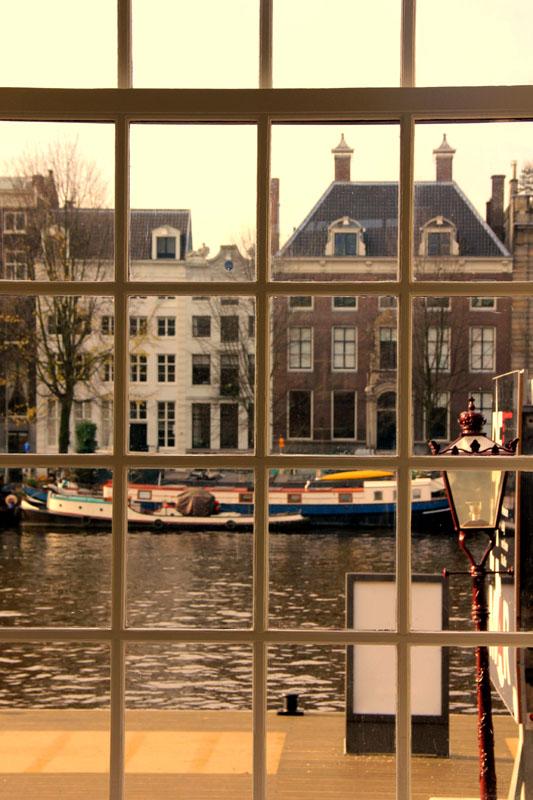 Эрмитаж на реке Амстел в Амстердаме / Фото из Нидерландов
