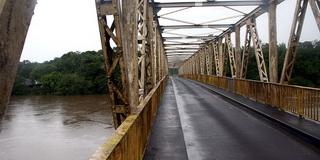 Мост  / Суринам