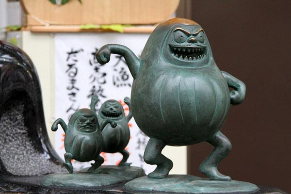 Скульптуры манга на улице Мидзуки Сигэру в городе Сакаиминато / Фото из Японии