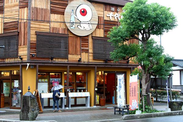 Глазик с бутылкой саке / Фото из Японии