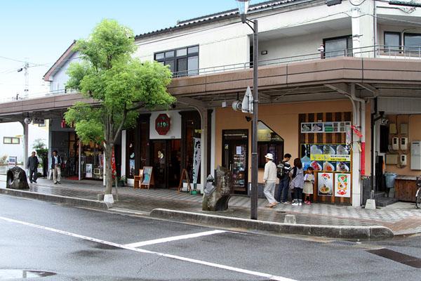 Вид улицы Мидзуки Сигэру в городе Сакаиминато / Фото из Японии