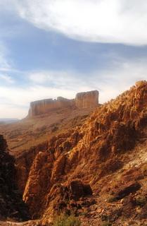 Золотые скалы