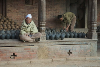 ...не понятно кто актеры, а кто зрители / Непал