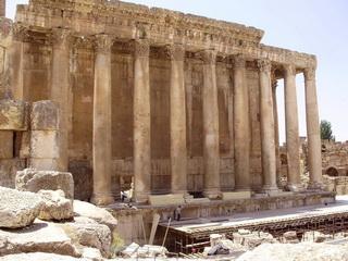 Руины древнеримского комплекса / Ливан