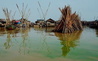 Вода в Тонлесапе / Камбоджа