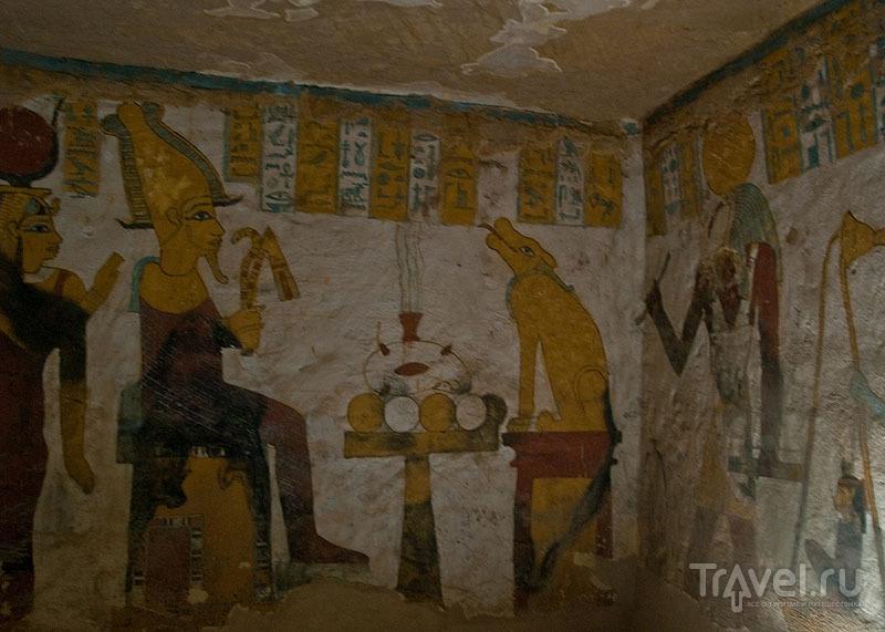 В гробнице Zed-Amun-ef-ankh / Фото из Египта