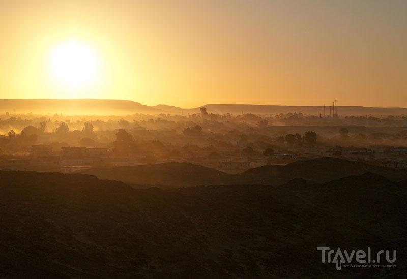Закат над оазисом Фарафра / Фото из Египта