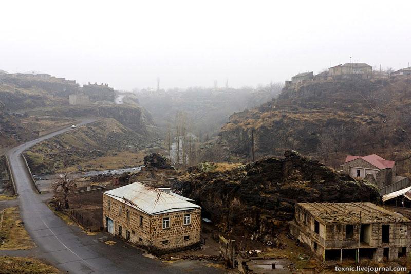 Типичный пейзаж Армении / Фото из Армении