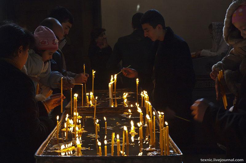 В храме, Армения / Фото из Армении