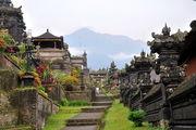Дорожка вглубь комплекса / Индонезия