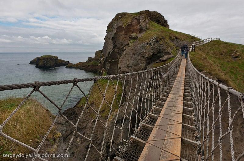 Веревочный мост на острове, Ирландия / Фото из Ирландии