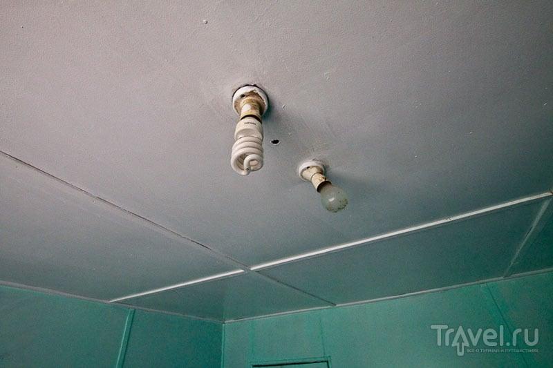Электрические лампочки в жилом доме на Питкэрне / Фото с Питкэрна