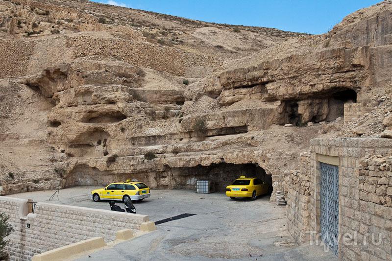 Парковка у лавры Мар-Саба в Палестине / Фото из Палестины